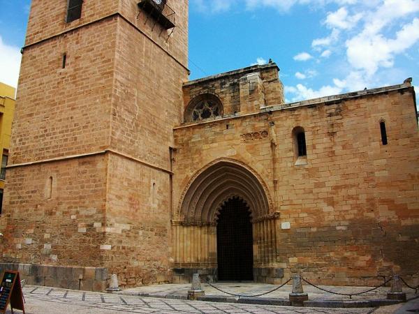 800px-Catedral_d'Oriola,_porta_de_les_Cadenes